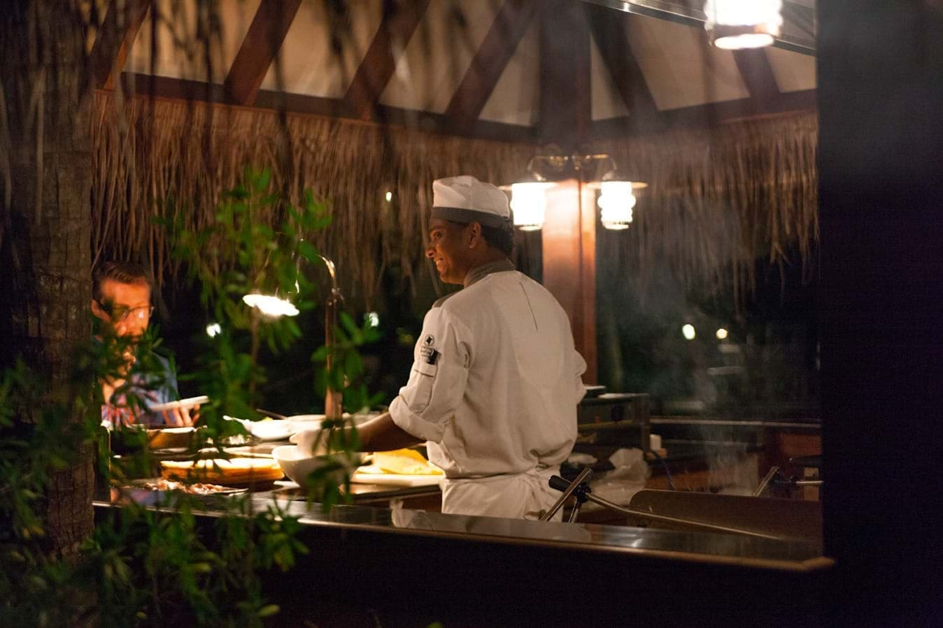 Enjoy the cooking classes of the Moofushi honeymoon package