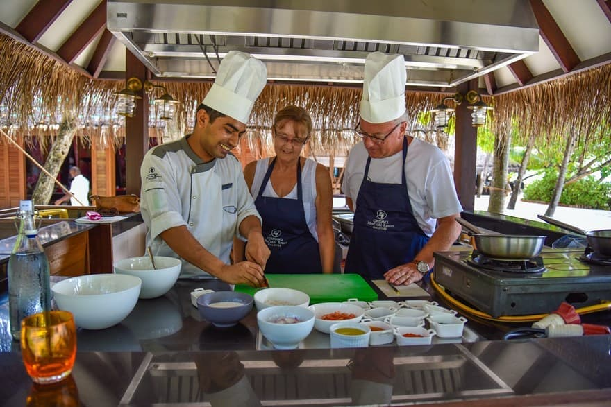 Cooking class at Constance Moofushi